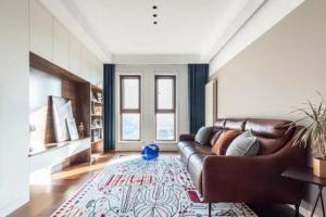 65㎡简约风两室装修,客厅收纳还能这样做,效果简洁清新,收纳功能很强大!