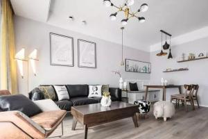 85平的简约风小户型二居室,卡座配上皮沙发,谁说客餐厅没档次?